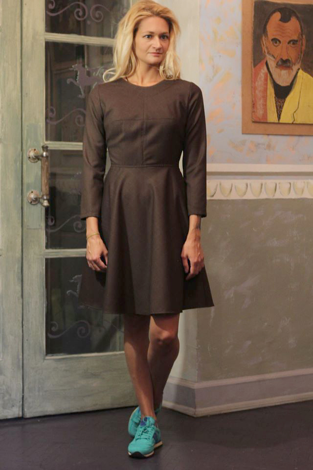 Женское платье коричневое в клетку