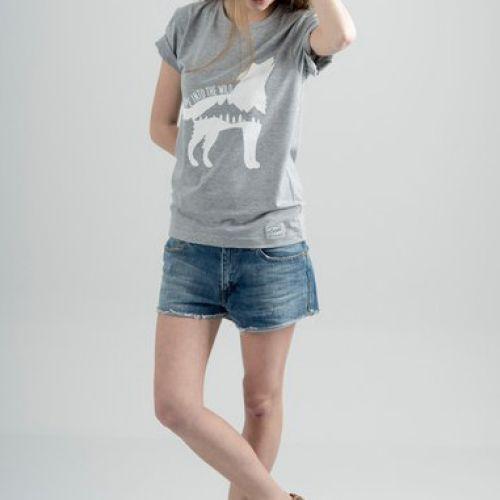 Серая женская футболка ESCAPE WOLF / GREY с принтом