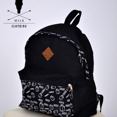 Черный рюкзак с принтом MILK