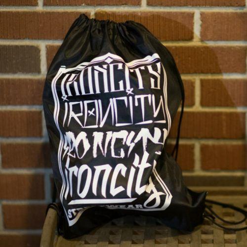 Черно-белая спортивная сумка IRON CITY с надписями