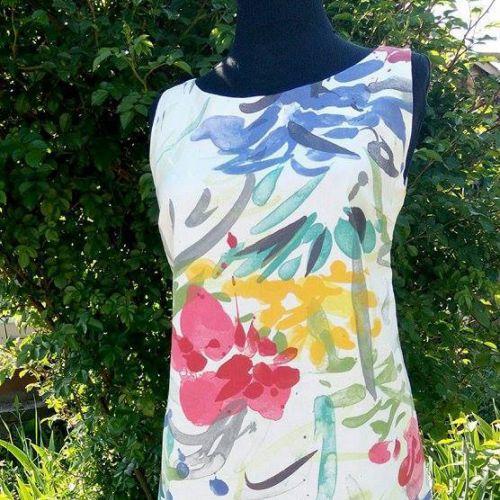 Яркий дизайнерский сарафан с цветочным рисунком от Marina Romanenko