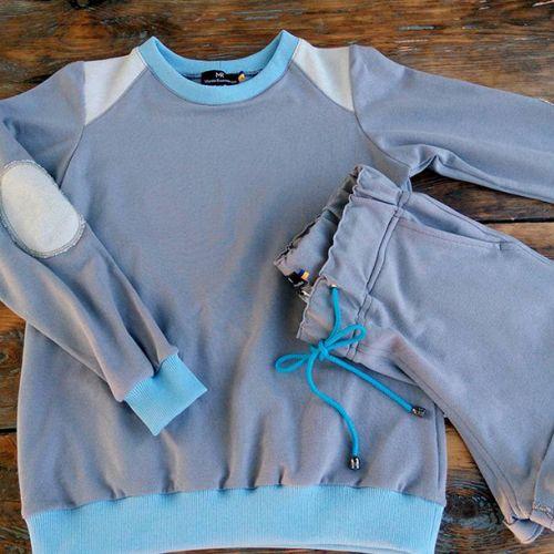 Стильный голубой спортивный костюм. В комплекте кофта и шорты от Marina RomanenkoСтильный женский голубой спортивный костюм. В комплекте кофта и шорты от Marina Romanenko