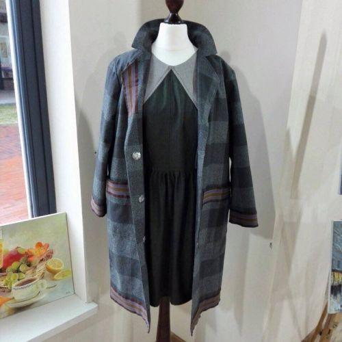 Стильное женское шерстяное пальто. От дизайнера Marina Romanenko